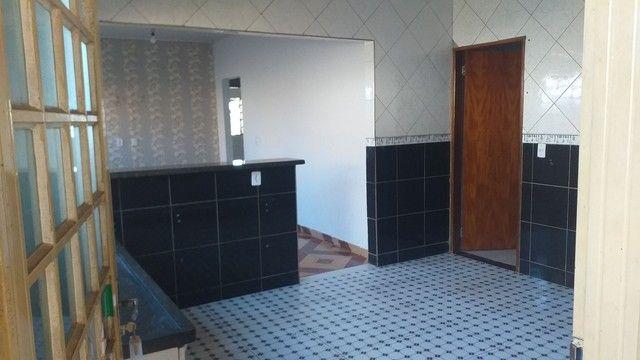 Vendo casa grande com 3 barracões no setor Serra Dourada 3 - Foto 5
