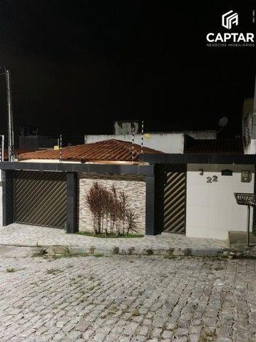 Casa à venda com 2 quartos e garagem ampla em Caruaru-PE.
