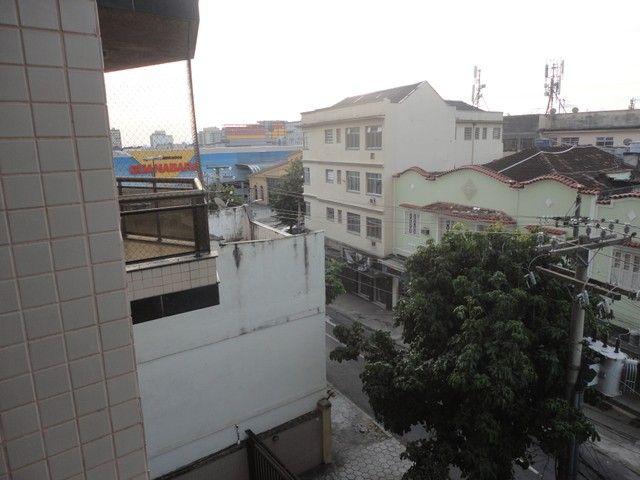 Ótimo apartamento de frente, mobiliado e com vaga de garagem, localizado no bairro de Fáti - Foto 17