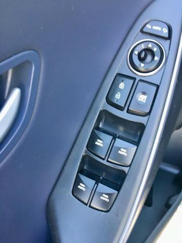 Hyundai i30 1.8 Top de linha Teto solar, Chave presença, Banco elétrico, ar digital - Foto 17