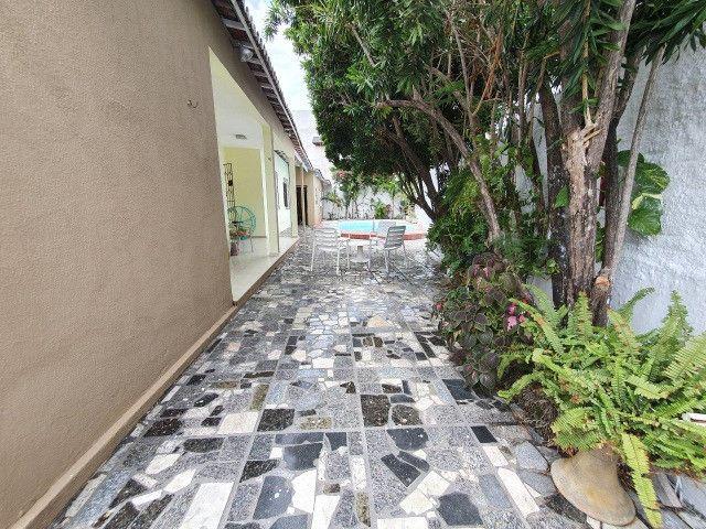 Excelente casa plana, solta, com amplo terreno e piscina, reformada, no Vila União - Foto 4