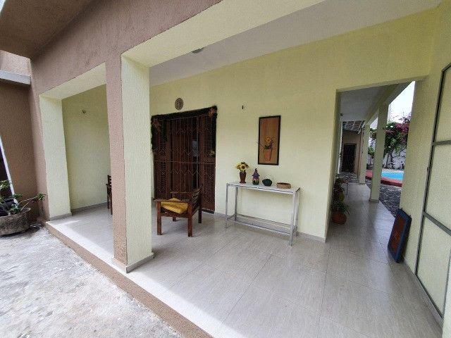 Excelente casa plana, solta, com amplo terreno e piscina, reformada, no Vila União - Foto 5
