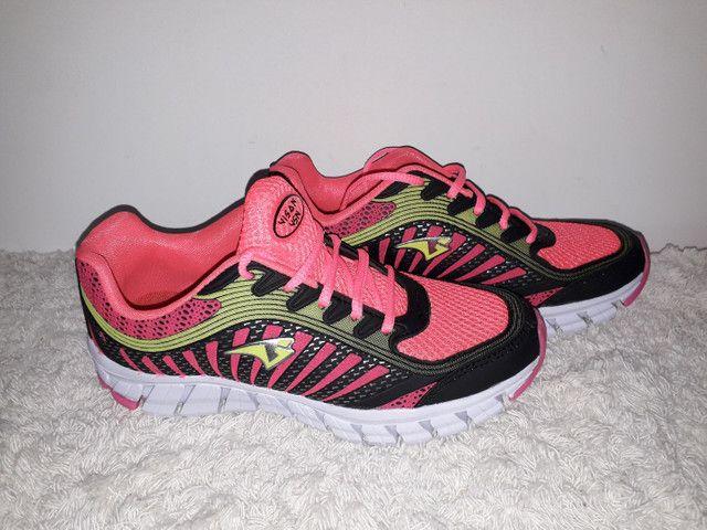 9 8 6 0 0 - 1 0 2 1 * Tênis Adidas novo na caixa cor cinza - Foto 3