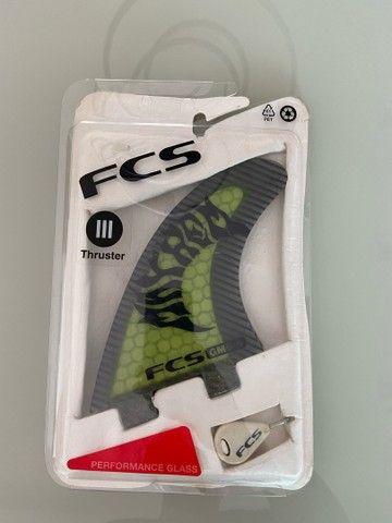 Vendo prancha + jogo de quilhas FCS - Foto 4
