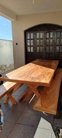 Mesa de vinhático