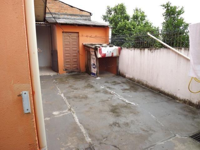 2 residências em excelente localização - Casa principal com 140m2 - Casa 02 com 60m2 - Foto 6