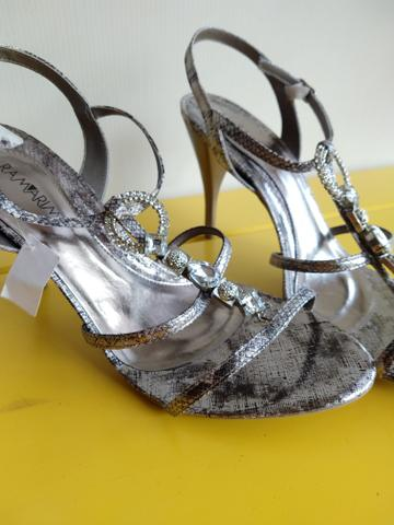 d396310ee0 Vendo preco de bazar salto alto ramarim 39 - Roupas e calçados ...