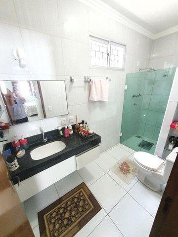 Excelente casa plana, solta, com amplo terreno e piscina, reformada, no Vila União - Foto 19