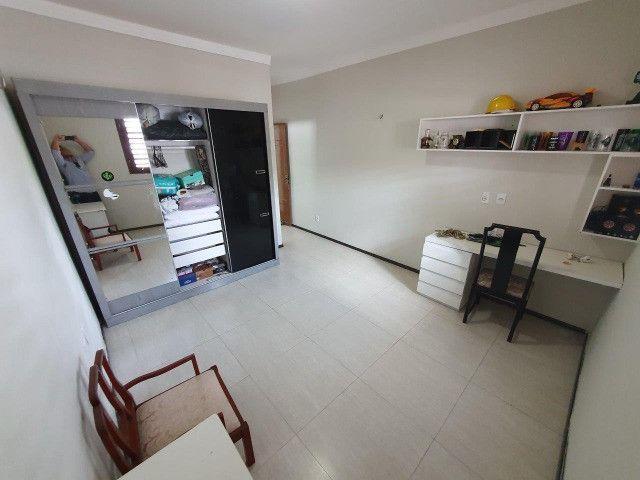 Excelente casa plana, solta, com amplo terreno e piscina, reformada, no Vila União - Foto 18
