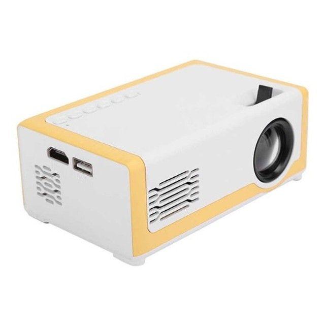 Mini Projetor M1 Portátil 1080p - Ideal Para Atividades Com os Filhos - 110-240V - Foto 2