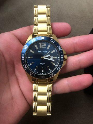 Relógio séculos dourado