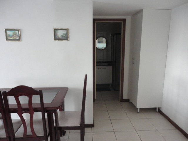 Ótimo apartamento de frente, mobiliado e com vaga de garagem, localizado no bairro de Fáti - Foto 8