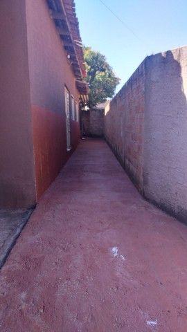 Vendo casa grande com 3 barracões no setor Serra Dourada 3 - Foto 3