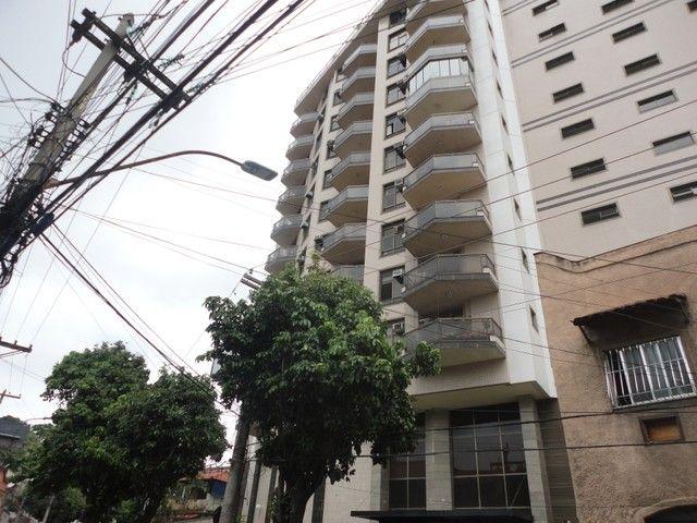Ótimo apartamento de frente, mobiliado e com vaga de garagem, localizado no bairro de Fáti - Foto 2
