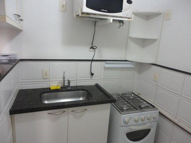 Ótimo apartamento de frente, mobiliado e com vaga de garagem, localizado no bairro de Fáti - Foto 7