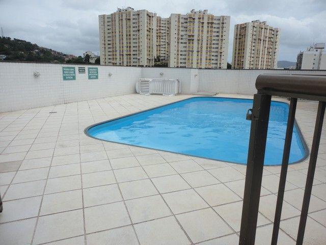 Ótimo apartamento de frente, mobiliado e com vaga de garagem, localizado no bairro de Fáti - Foto 20