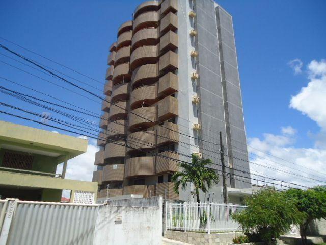 Apartamento a poucos metros da praia do Bessa, 3 quartos, 3 wc, 2 salas, piscina, Churras