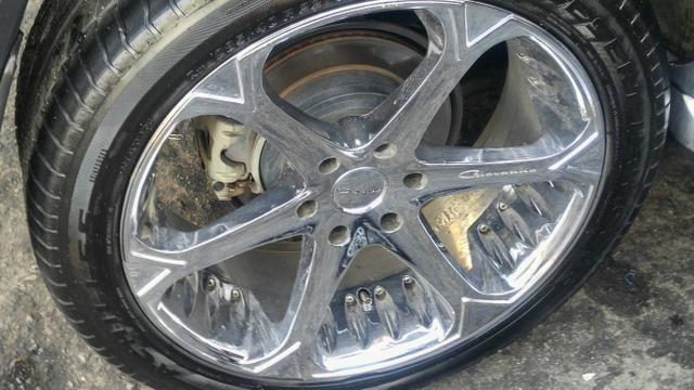 Aro 22 com pneus de griffe cromados
