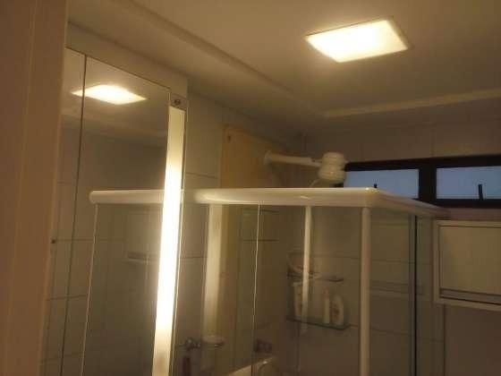 Vendo excelente apartamento todo reformado e mobiliado com garagem coberta 2/4 no planalto - Foto 3