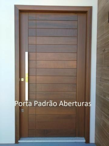 Porta madeira maciça pivotante
