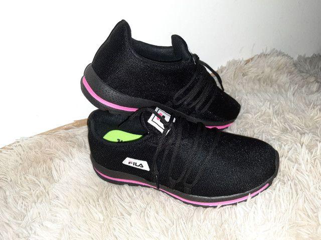 Tênis Fila novo na caixa cor preto / rosa - Foto 5