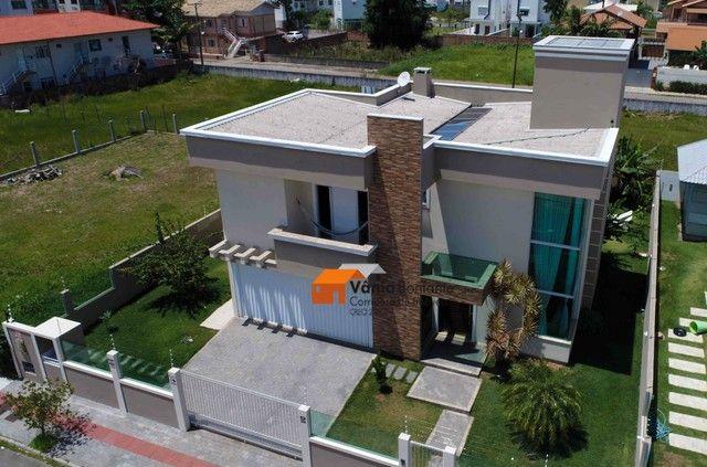 Casa em alto padrão - Ingleses Central - 660m da praia - Escritura Pública e financiável