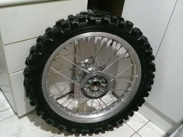 Roda traseira Yamaha DT 200R freio a disco original eninco +pneu trilha Michelin seminovo - Foto 5