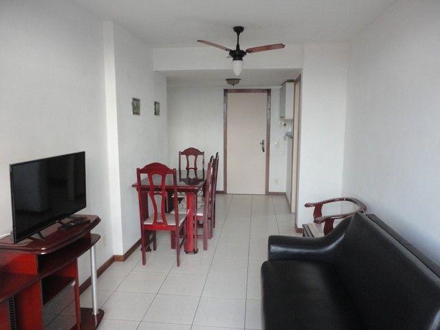 Ótimo apartamento de frente, mobiliado e com vaga de garagem, localizado no bairro de Fáti - Foto 5