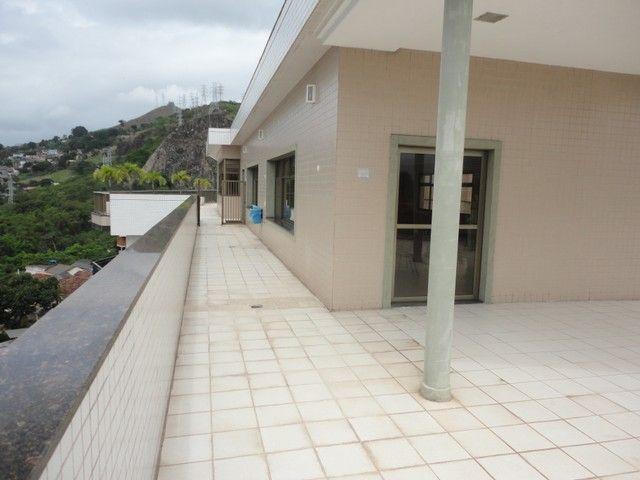 Ótimo apartamento de frente, mobiliado e com vaga de garagem, localizado no bairro de Fáti - Foto 19