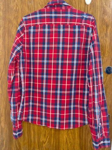 Camisa xadrez vermelha Hollister feminina P/M - Foto 2