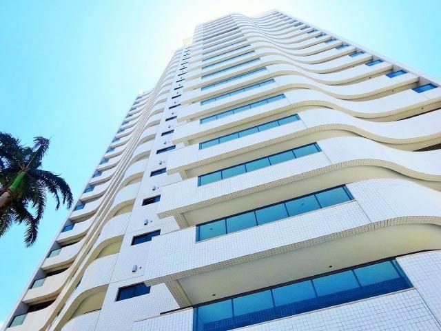 Apartamento no Edifício Firenze bairro de Lagoa Nova 4 suítes