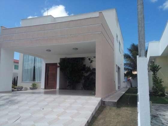 Excelente casa com ótimo acabamento em condomínio fechado com excelente área de lazer