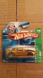 Carrinho Miniatura Hot Wheels Ford Mustang GT 2005