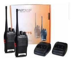 Kit Par Radio Comunicador Walk Baofeng 777s Alcance 4 km + Fone<br><br>