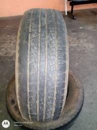Pneus Pirelli  235/70/16 usados