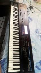 Título do anúncio: Vendo esse teclado juno stege em bom estado de conservação