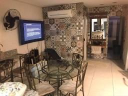 Título do anúncio: Casa com 3 Quartos e 3 banheiros à Venda, 250 m²