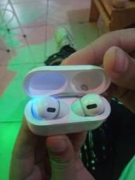 Fone de Ouvido sem Fio Apple AirPods Pro com Estojo de Carregamento Wireless - Branco<br><br>