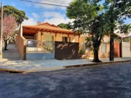 Casa à venda com 3 dormitórios em Centro, Apucarana cod:14570.1641