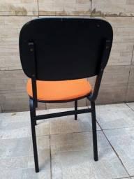 Título do anúncio: Cadeira em forro de pano. Precisa trocar estufado.
