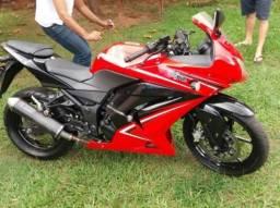 Kawasaki Ninja 250 bem conservada baixa km - 2012