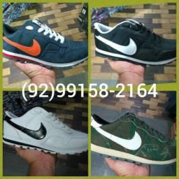 Tênis Nike B