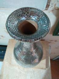 Vaso de cerâmica revestido de espelhos