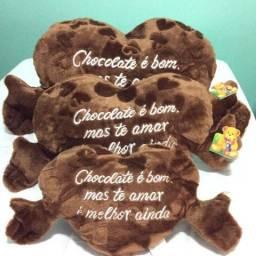 Corações de pelúcia com cheiro e cor de chocolates