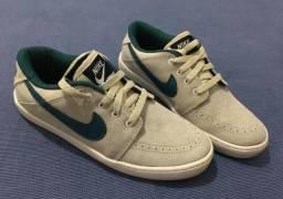 Tênis Nike cinza