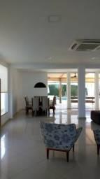 Vende-se belíssima casa com acabamento de primeira qualidade, no Outeiro da Glória