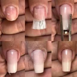 Vaga de Manicure, atendente e designer de sombrancelhas