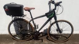 Caloi City Tour Bicicleta hibrida urbana aro 29 / 700 cambio shimano deore 30v tamanho 19