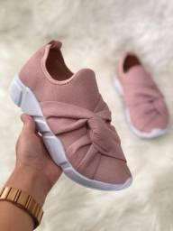 Tênis chinelos sandálias.