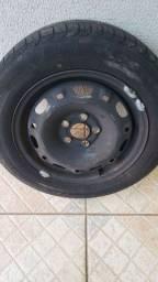 Roda de ferro aro 14 com pneu Pirelli 175/65/14